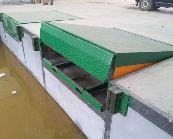 固定式登车桥